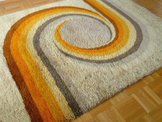 Kultiger Teppich Hochflor 182 x 130 cm orange gelb 60er